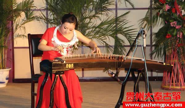 贵州财经大学陈诗逸和贺云航举办古筝与钢琴毕业合奏音乐会