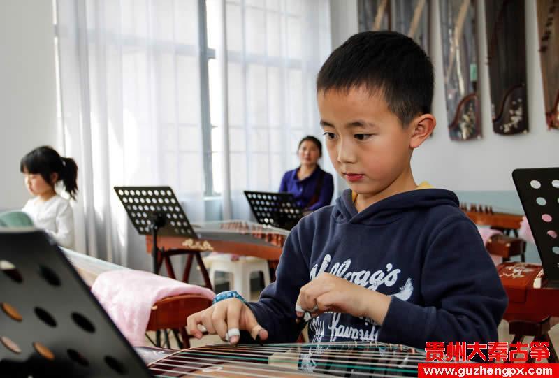 大秦古筝培训中心-陈玉莲老师在上课